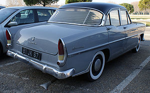 Simca Ariane - Simca Ariane, rear view. The increased height of the fins incorporating the tail-light clusters identify this example as a car produced during or after 1959.