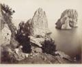 Sommer, Giorgio (1834-1914) - n. 6172 - Faraglioni (Capri).png