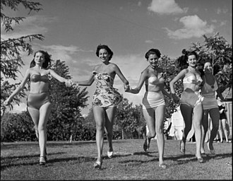 Miss Italia - Image: Sophia Loren (third from left) in publicity images from the Miss Italia contest, 1950