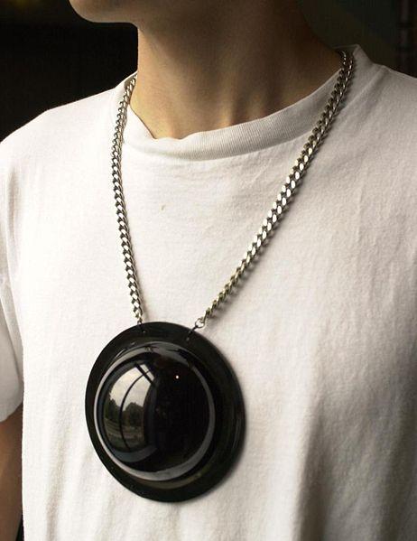 collier caméra de surveillance