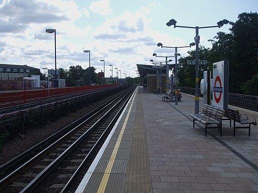 South Ruislip stn tube eastbound