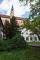 St. Blasius Regensburg Albertus-Magnus-Platz 1 D-3-62-000-24 08 Klostergarten von Südseite Kreuzgang.jpg