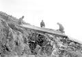 Steinmauerbau und Ueberdeckung an einem Schützengraben - CH-BAR - 3239263.tif