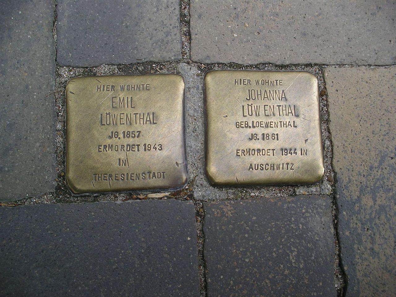 Stolpersteine Flensburg Löwenthal.jpg
