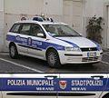 Streifenwagen Stadtpolizei Meran, Südtirol, Italien.jpg