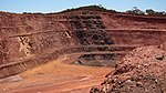 Sub vertical band of iron ore - panoramio.jpg