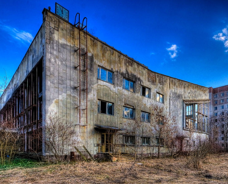 File:Swimming Pool Building 3 (out)-Pripyat.jpg