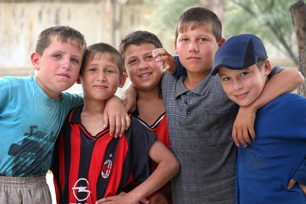 http://upload.wikimedia.org/wikipedia/commons/thumb/b/b5/Tajikistani_boys.jpg/1024px-Tajikistani_boys.jpg
