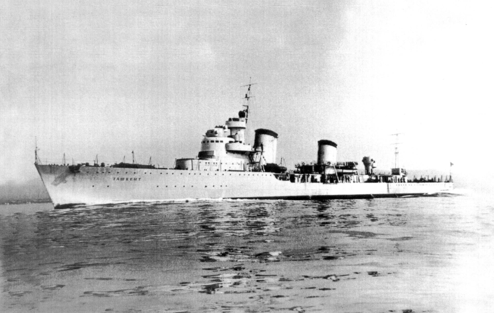 O contratorpedeiro Tashkent durante testes marítimos em 1937.