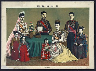 Empress Shōken - The Imperial Family in 1900. From left to right: Princess Kane, the Crown Princess, Princess Fumi, the Emperor, Princess Yasu, the Empress, the Crown Prince and Princess Tsune.