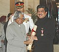 The President, Dr. A.P.J. Abdul Kalam presenting the Padma Bhushan Award – 2006 to Shri Nandan Mohan Nilekani, one of the founders of Infosys, in New Delhi on March 20, 2006.jpg
