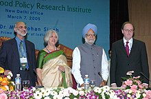 Dr. Ahluwalia with former Indian Prime Minister Dr. Manmohan Singh at the inauguration of the New Delhi office of the International Food Policy Research Institute.