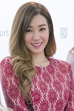 Tiffany Hwang at a fan signing event for Louis Quatorze in November 2015 03.jpg