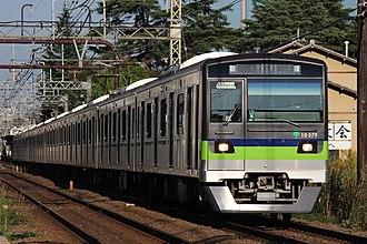 Symbols of Tokyo - Image: Toei Shinjuku 10 300 series set 10 570 20161026