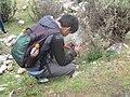 Tomando fotos durante la caminata fotográfica en la quebrada Rajucolta en el Parque Nacional Huascarán.jpg