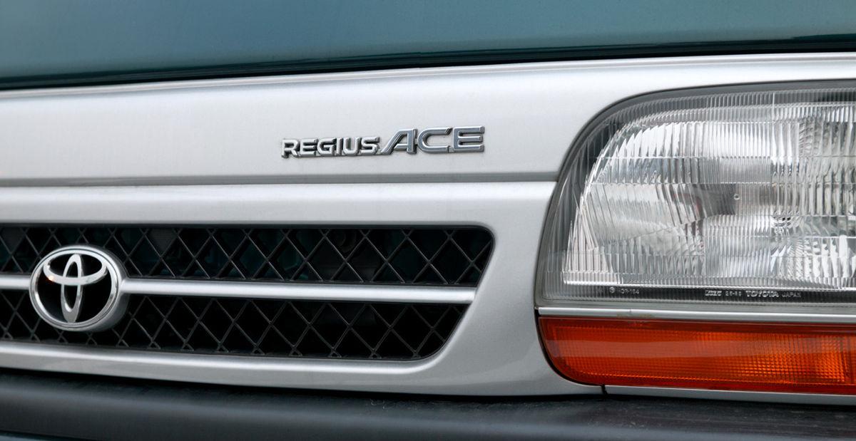 Toyota Regiusace 001.JPG