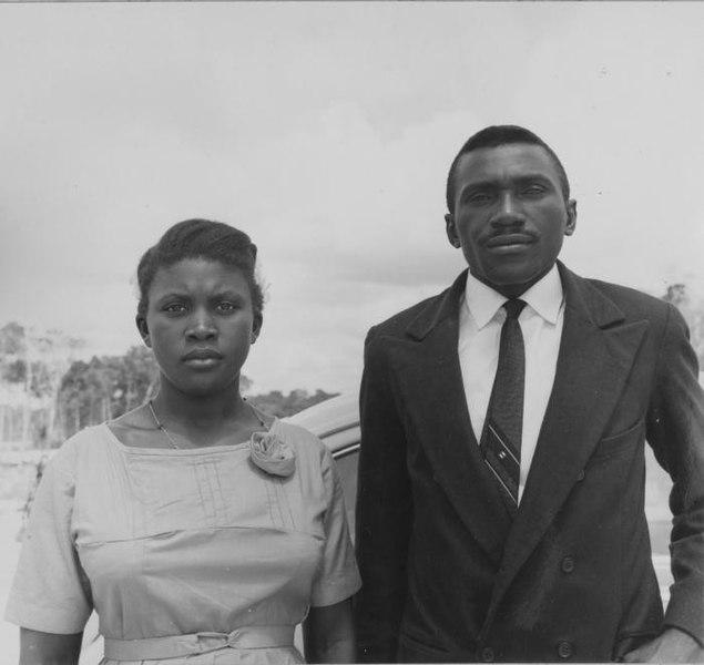 File:Tropenmuseum Royal Tropical Institute Objectnumber 20006374 Portret van een man en vrouw uit Nieu.jpg