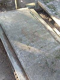 Tumba de Antonio Sánchez Pérez, cementerio civil de Madrid.jpg