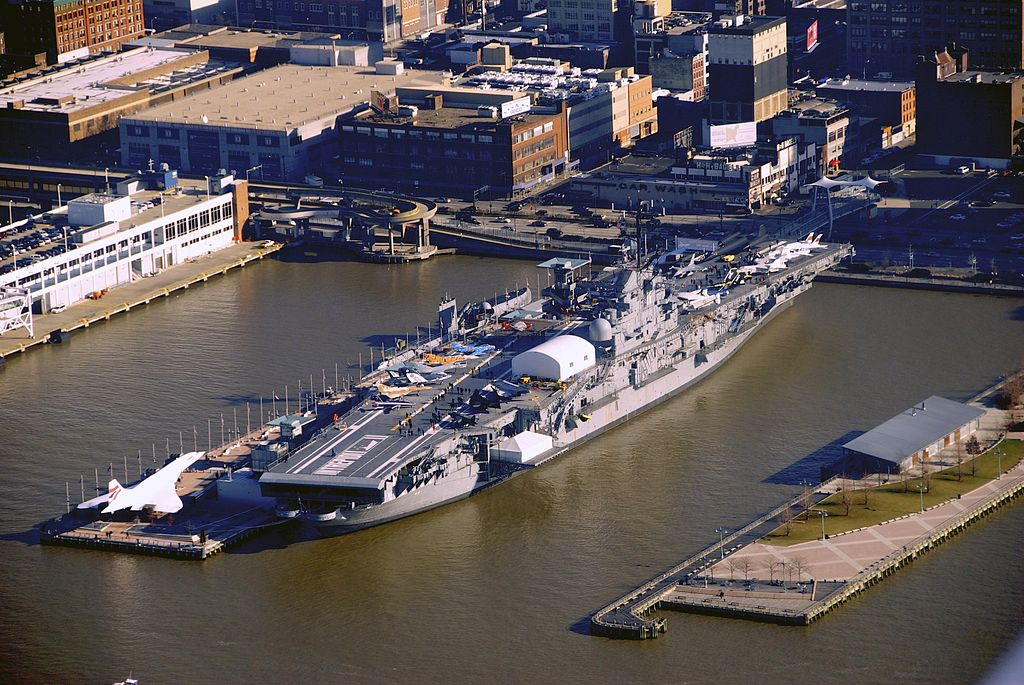 file uss intrepid  aerial view  docked at manhattan jpg