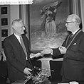 Uitreiking Hendrik de Vriesprijs aan Belcampo, burgemeester J Tuin van Groninge, Bestanddeelnr 911-8978.jpg
