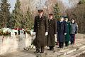 Vainagu nolikšana Rīgas Brāļu kapos (6333619971).jpg