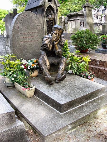 File:Vaslav Nijinsky tombstone.jpg