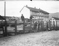 Verladen von Holztischen auf Eisenbahnwagen - CH-BAR - 3236655.tif