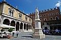 Verona, Piazza dei Signori.jpg