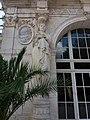 Vichy - Palais des Congrès, pavillon droit, cariatide gauche.jpg