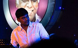 Vidhu Prathap - Vidhu Prathap at the Devarajan Master 7th Death Anniversary Concert, 2013