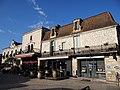 Villeréal - Ancien couvent des Filles de la Foy et mairie sur la place des cornières.jpg