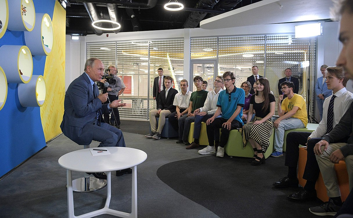 Vladimir Putin visited the Sirius Educational Centre (2018-09-01) 13.jpg