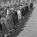 Vrouwen staan aangetreden op een appelplaats, Bestanddeelnr 900-4807.jpg