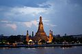 Wat Arun aglow at night (6491938121).jpg