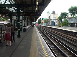 Willesden Green stn eastbound look west 2012