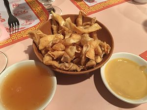 Duck sauce - Wonton strips served with duck sauce and hot mustard at an American Chinese restaurant.