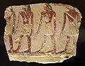 Xviii dinastia, frammento rilievo parietale con processione di figure maschile, forse dalla necropoli di tebe.jpg