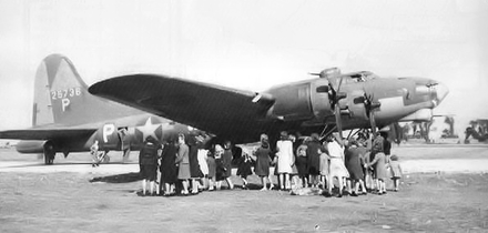 Boeing YB-40 Flying Fortress, 42-5736 (&quotTampa Tornado&quot) on display at RAF Kimbolton, England, 2 October 1943 when it was shown to those attending a party for local children. - Boeing YB-40 Flying Fortress