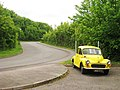Yellow Morris Minor on Vicarage Road - geograph.org.uk - 1314845.jpg