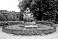 Zámek Ratibořice s areálem Babiččina údolí - sousoší Babička s dětmi.JPG