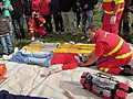 ZZS MSK, záchranáři, zajištění krční páteře a transport na scoop rámu (07).jpg