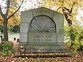 Zeitz Michaelisfriedhof Kriegerdenkmal.JPG