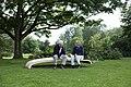 Zwei männer auf Baumzunge.jpg