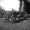 """""""Koš"""" (voz s košem) za gnoj vozit, pri Lipavcu, Mali Kal 1950.jpg"""