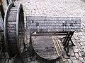 Криниця на подвір'ї замку 02.jpg