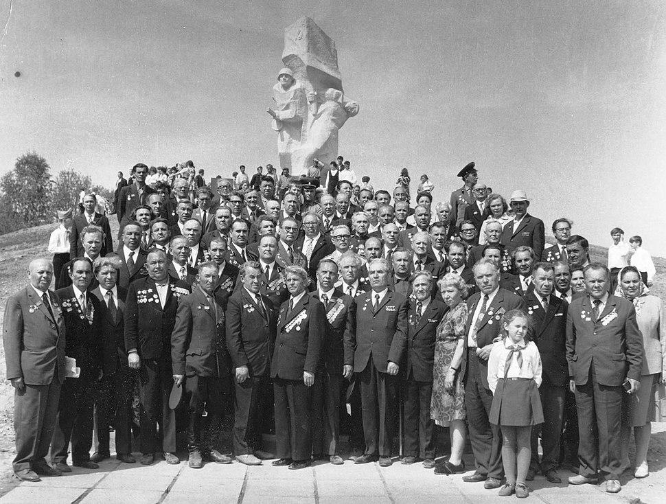 Курсанты в день открытия памятника в Ильинском