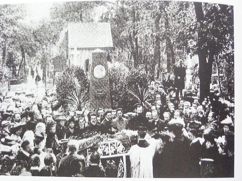 File:Похороны Семирадского.JPG