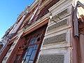 Фонарь на фасаде пассажа Яушева.jpg