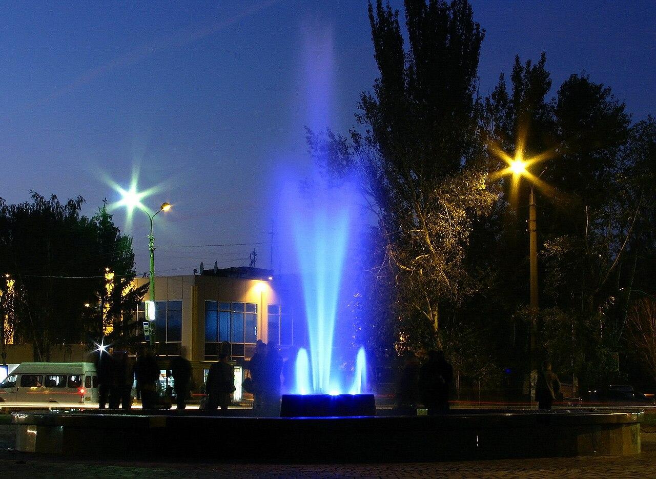 """""""Цветной фонтан"""" в центральной части города"""