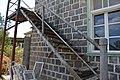 גרם המדרגות בקיר בית הועד, יבנאל.JPG